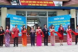 """Khai mạc triển lãm """"Văn hóa truyền thống và trang phục các dân tộc Việt Nam"""" tại Hà Nội"""