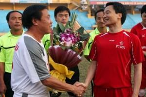 Phó Thủ tướng Vũ Đức Đam đá bóng với Huỳnh Đức, Hồng Sơn