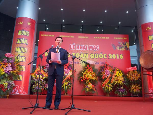 Đồng chí Võ Văn Thưởng, Trưởng ban Tuyên giáo Trung ương phát biểu và đánh trống khai mạc Hội báo toàn quốc 2016.