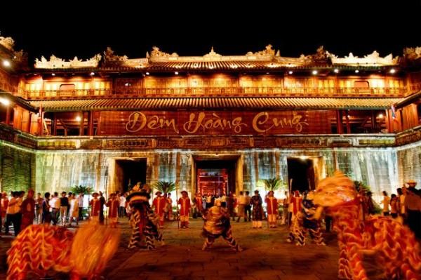 dem-hoang-cung-hue-2016-mo-rong-tren-nhieu-khong-gian-hoat-canh