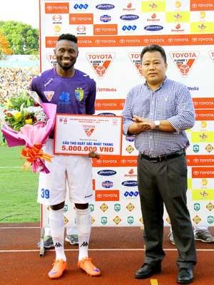 """Hoàng Vũ Samson nhận danh hiệu """"Cầu thủ xuất sắc nhất V.League tháng 4"""