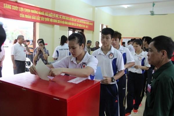 Các vận động viên tại trung tâm HLTT Quốc gia 1 Hà Nội, Xuân Phương, Từ Liêm (Hà Nội bỏ phiếu. Ảnh: TTVXN