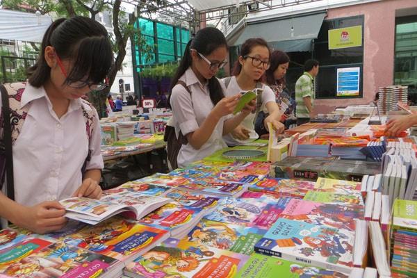 Tạo dựng thói quen đọc sách cho trẻ nhỏ là điều cần được quan tâm.