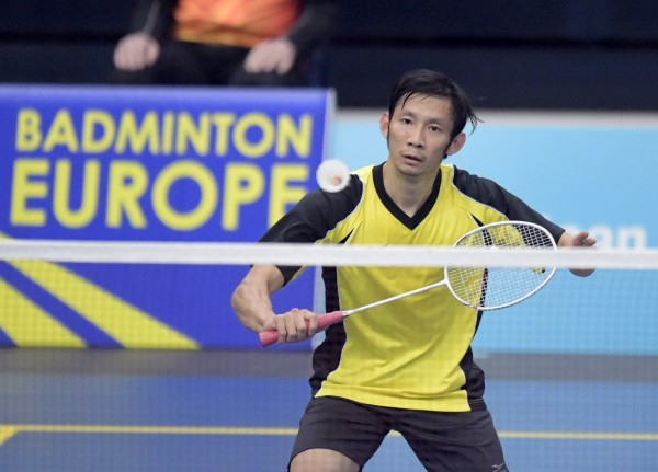 Badminton - Finnish Open 2016 - Men's Singles Final - Vantaa, Finland 10/4/16. Tien Minh Nguyen of Vietnam plays againts Kanta Tsuneyama of Japan. REUTERS/Antti Aimo-Koivisto/Lehtikuva ATTENTION EDITORS - THIS IMAGE WAS PROVIDED BY A THIRD PARTY. FOR EDITORIAL USE ONLY. NOT FOR SALE FOR MARKETING OR ADVERTISING CAMPAIGNS. THIS PICTURE IS DISTRIBUTED EXACTLY AS RECEIVED BY REUTERS, AS A SERVICE TO CLIENTS. NO THIRD PARTY SALES. NOT FOR USE BY REUTERS THIRD PARTY DISTRIBUTORS. FINLAND OUT. NO COMMERCIAL OR EDITORIAL SALES IN FINLAND.