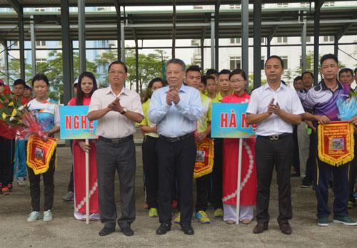 Lãnh đạo Sở VH-TT Hà Nội, Vụ Thể thao thành tích cao 2 (Tổng cục TDTT) cùng các đoàn tại Lễ khai mạc