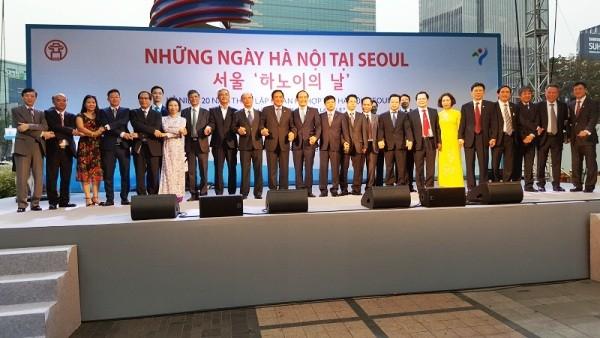 Đoàn đại biểu tham dự các hoạt động