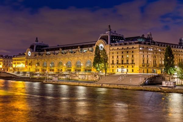 Từ một nhà ga lửa, Musée d'Orsay (Paris) giờ đây trở thành một bảo tàng nghệ thuật tuyệt đẹp của Pháp.