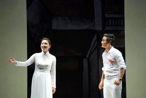 Vở Cánh chim trắng trong đêm - Nhà hát Chèo Hà Nội