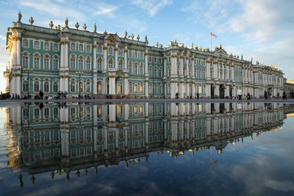 Với màu xanh sáng tinh tế, Hermitage là bảo tàng khổng lồ nhất nước Nga và là một trong những bảo tàng lớn nhất của thế giới.