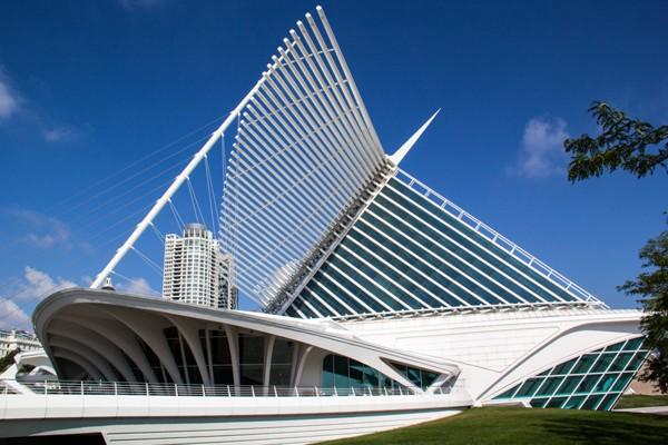 """""""Đôi cánh"""" của Bảo tàng Nghệ thuật Milwaukee được gấp vào và mở ra hàng ngày."""