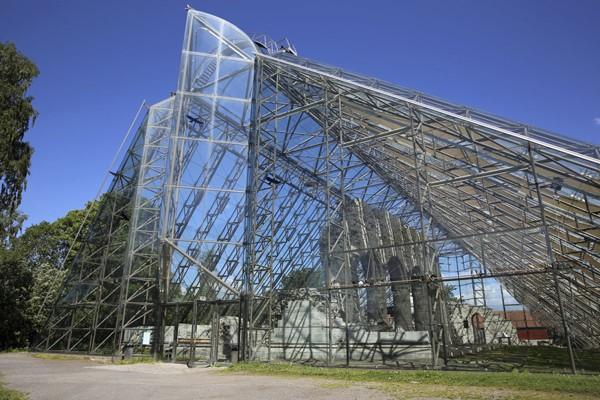 Bảo tàng Hedmark của Na Uy là một nhà kính khổng lồ bao quanh và bảo vệ các di tích của một nhà thờ có từ thế kỷ 12
