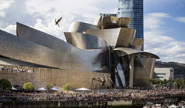 Bảo tàng Guggenheim Bilbao ở Tây Ban Nha là một trong những tác phẩm tham vọng nhất của kiến trúc sư nổi tiêng Frank Gehry