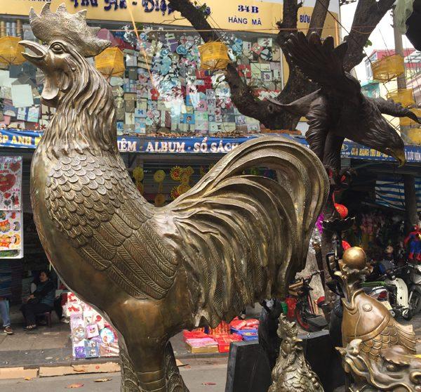 Những chú gà là mặt hàng được nhiều người quan tâm hỏi mua với mong muốn một năm Đinh Dậu giàu sức khỏe, đầy tài lộc