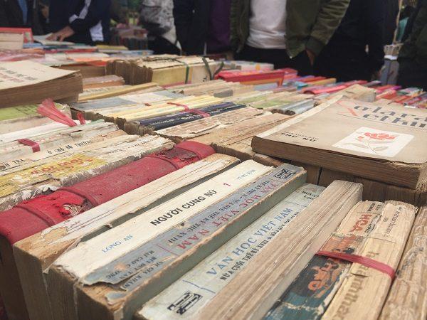 Tới đây, bạn đọc sẽ tìm thấy những đầu sách quý và có cơ hội mua sách đồng giá từ 10-20 nghìn đồng