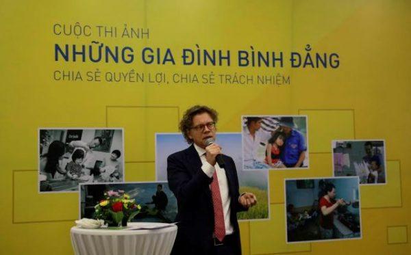Đại sứ Thụy Điển Pereric Hogberg phát biểu tại buổi phát động cuộc thi ảnh
