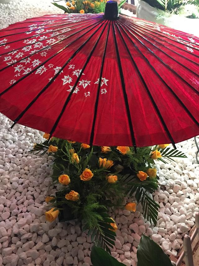 Xen kẽ với hoa Anh đào là những loài hoa của Việt Nam