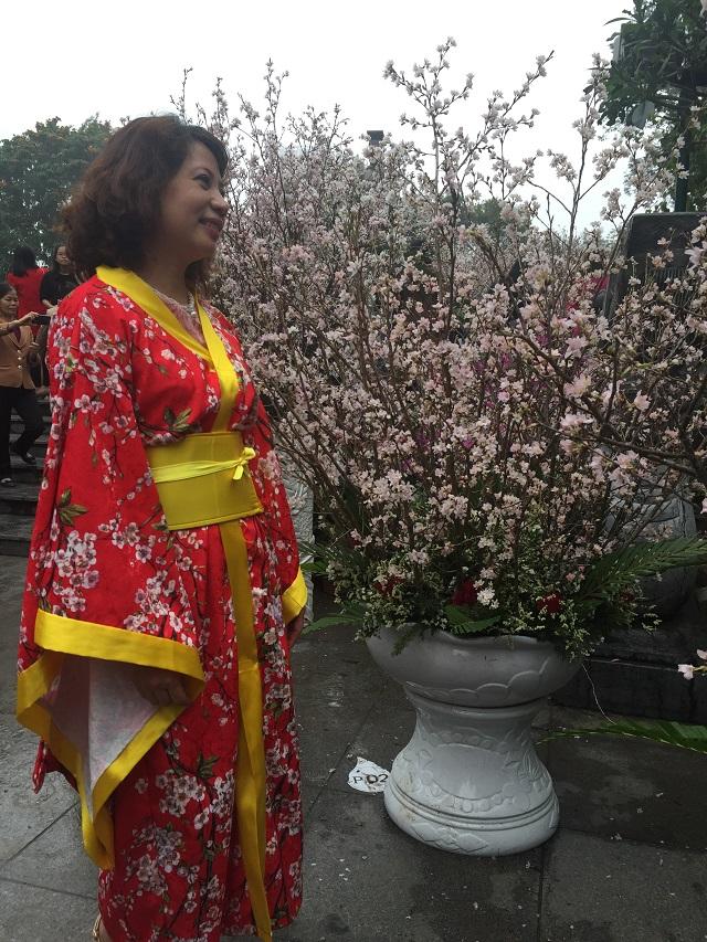 Không khó để bắt gặp hình ảnh những bộ kimono Nhật Bản tại đây