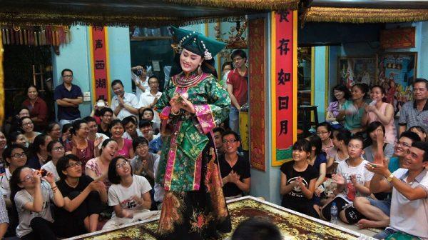 Thực hành Tín ngưỡng thờ Mẫu Tam phủ thu hút được rất nhiều sự quan tâm của cộng đồng. (Nguồn: DSX)