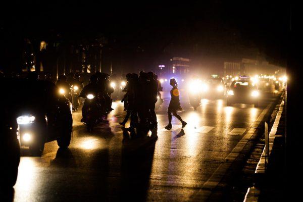 TP Hà Nội tiến hành đồng loạt tắt đèn chiếu sáng, trang trí, biển quảng cáo trong 01 giờ tại các địa điểm nổi tiếng từ 20h30 đến 21h30 ngày 25/03/2017, một số khu vực công cộng, tuyến phố