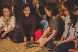 Bạn trẻ Hà Nội trải nghiệm hát Ca trù làng Chanh Thôn