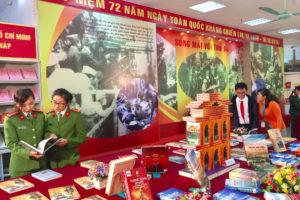 Trưng bày sách, báo kỷ niệm 72 năm Ngày Toàn quốc kháng chiến