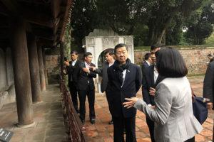Phó Chủ tịch thứ Nhất Hội đồng lập pháp Thái Lan thăm Văn Miếu-Quốc Tử Giám