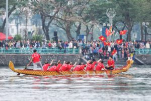 Những hình ảnh ấn tượng trong ngày khai mạc Lễ hội bơi chải thuyền rồng Hà Nội mở rộng năm 2019