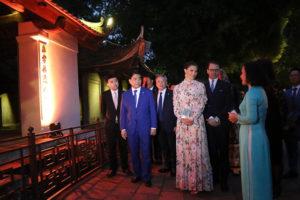 Công chúa kế vị Thụy Điển Victoria Ingrid Alice Desiree thăm di tích lịch sử Văn Miếu – Quốc Tử Giám