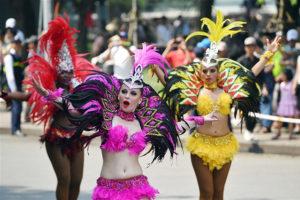"""Carnival đường phố khuấy động phố đi bộ Hồ Gươm nhân kỷ niệm 20 năm """"Thành phố vì hòa bình"""""""