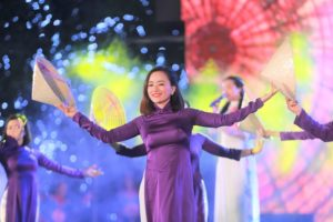 """Các nghệ sĩ Huế, Quảng Nam hát mừng """"20 năm Hà Nội – Thành phố vì hoà bình"""""""