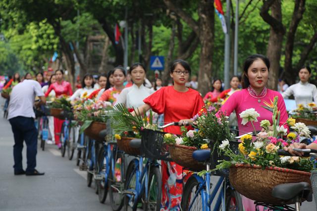 """10.000 người diễu hành tại Lễ hội đường phố """"Trái tim hòa bình"""""""
