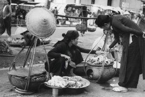 """Hoài niệm Hà Nội qua triển lãm sắp đặt """"Gánh hàng rong và những tiếng rao trên đường phố Hà Nội"""""""