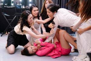 Phim 'Hoa hậu giang hồ' tiết lộ chuyện chơi xấu trong hậu trường cuộc thi nhan sắc