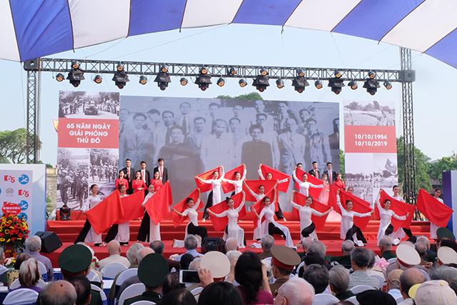 Xúc động chương trình tái hiện những dấu ấn lịch sử Ngày Giải phóng Thủ đô