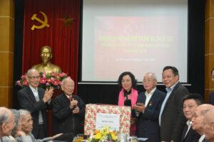 Lãnh đạo TP Hà Nội thăm, chúc Tết Ban liên lạc Chiến sĩ cách mạng bị địch bắt tù đày thành phố