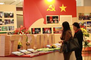 """Khai mạc triển lãm """"Hà Nội niềm tin và khát vọng vươn cao"""" chào mừng 90 năm thành lập Đảng bộ Hà Nội"""