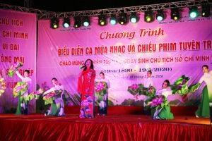 Biểu diễn nghệ thuật và chiếu phim tuyên truyền kỷ niệm 130 năm Ngày sinh Chủ tịch Hồ Chí Minh