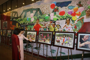 Trưng bày loạt ảnh về nét đẹp văn hoá gia đình người Hà Nội