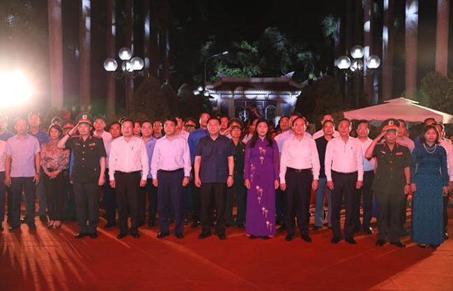 Hà Nội tổ chức thắp nến tri ân các Bà mẹ Việt Nam Anh hùng, Anh hùng, liệt sĩ tại Nghĩa trang Liệt sĩ Thành phố