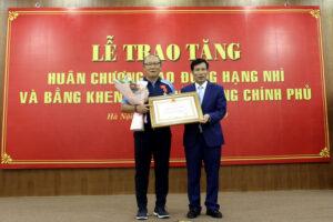 HLV Park Hang-seo được trao Huân chương lao động hạng Nhì