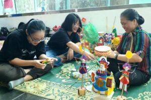 Cơ hội được tự tay làm đồ chơi Trung thu cổ truyền cùng các nghệ nhân