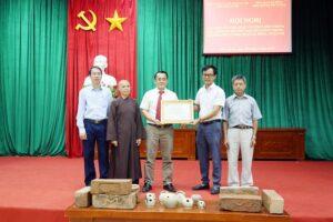 Bảo tàng Hà Nội nhận bàn giao hiện vật tìm thấy trong quá trình tu bổ, tôn tạo chùa Chúc Thánh