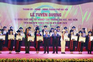 Hà Nội tổ chức Lễ tuyên dương 88 thủ khoa xuất sắc năm 2020
