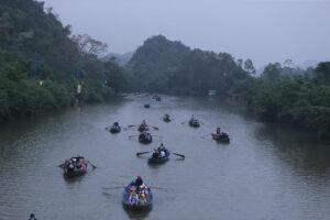 Gần 3 vạn du khách trẩy hội chùa Hương trong ngày đầu mở cửa