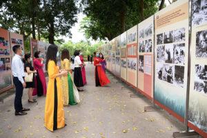 """Trưng bày hơn 300 tư liệu về """"Học tập và làm theo tư tưởng, đạo đức, phong cách Hồ Chí Minh"""""""