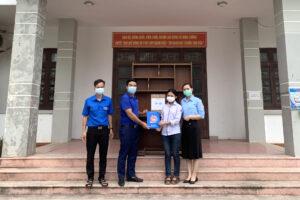 Huyện Thường Tín tặng 351 suất quà cho trẻ em nghèo, trẻ em khuyết tật nhân dịp Tết thiếu nhi