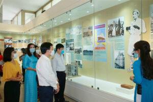 """Khai mạc trưng bày """"Người đi tìm hình của nước"""" tại Bảo tàng Hồ Chí Minh"""
