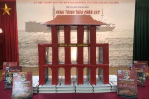 """Thư viện Hà Nội trưng bày hơn 400 tư liệu sách, báo với chủ đề """"Hành trình theo chân Bác"""""""