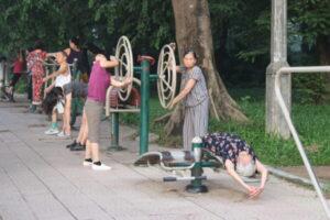 Tiếp tục triển khai lắp đặt thiết bị thể dục thể thao ngoài trời trên địa bàn Thành phố