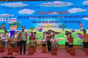 Hà Nội tặng xe đạp và quà cho trẻ em có hoàn cảnh đặc biệt, hoàn cảnh khó khăn